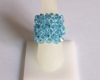 Woven ring with glass