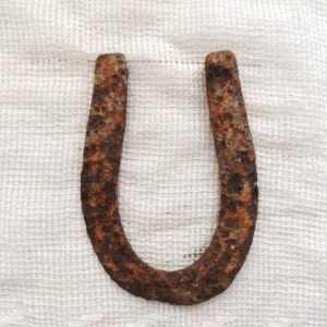 Old HORSESHOE-Rusted Western Decor-Good Luck Symbol-Pitted Old Horse Shoe-Rusty-Crusty Vintage-Wall-Door Art-Farm-Farming-Orphaned Treasure