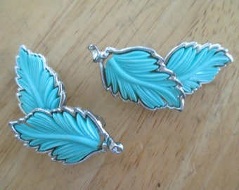 Vintage costume jewelry  /   turquise color leaf earrings / closing store soon 20 % off of 70.00 sales