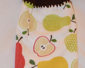 Crocheted Top Towel with Apples and Pears with Dark Brown