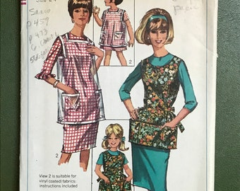 1960s Simplicity Sewing Pattern 6809 / Vintage Girl's and Child's Apron / 2 Sizes: 2 - 4 & 6 - 8 / A Mother Daughter Pattern