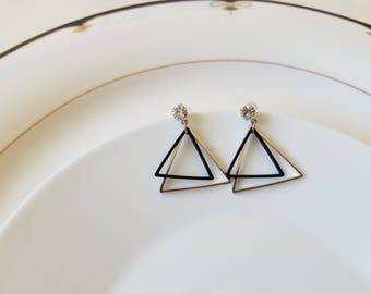 Free shipping US sterling silver two triangular shaped earrings