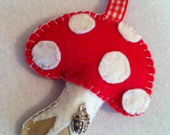 Cute felt toadstool keyring/bagcharm/fridge magnet or twig tree hanger with ladybird charm.