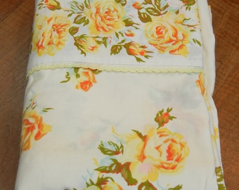 Vintage twin flat sheet, yellow roses with lace edge, 1970s sheet - shabby chic