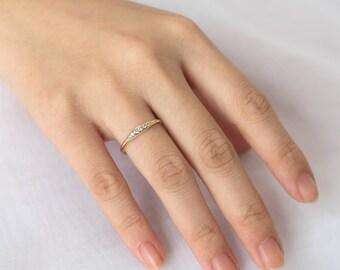 Tapered Diamond Ring, Diamond Wedding Ring, 14k Solid Gold Diamond Ring,Curved Diamond Ring,Dainty Diamond Ring, Unique Diamond Wedding Ring