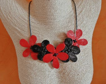 NECKLACE 5 r & w flowers