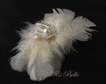 Ivory feather bridal fascinator / wedding hair piece for bride / pearl and rhinestone brooch - Victoria