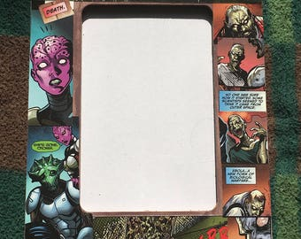 """Aliens vs Zombies Comic Themed Decoupage 4""""X6"""" Picture Frame"""