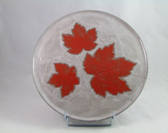 Pie dish red leaves