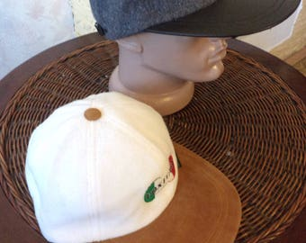 Cashmere baseball caps. The snake is warm. Woolen caps with leather and suede. Warm caps.