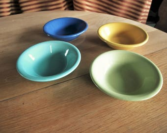 4 Vivid Color Ceramic Bowls by Bon Appetit – Cereal / Soup Bowls in Yellow, Blue, Light Blue and Yellow Green