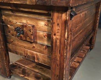 Gentil Knotty Pine Distressed Ice Chest