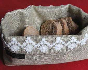 Bread basket in Burlap with a lace Choker
