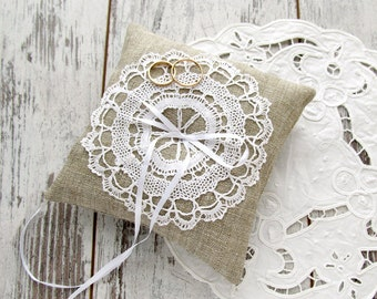 Wedding bearer pillow, Burlap ring pillow, Bridal ring pillow, Burlap and lace pillow, Vintage lace bearer pillow, Wedding ring pillow
