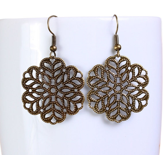 Antique brass flower filigree dangle drop earrings (647)