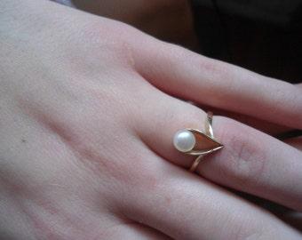 Fine Ladies ring with a genuine pearl, Ladies ring, Gold ring, Gold ring with pearl, 14 K gold ring, ladies gold ring, vintage gold ring