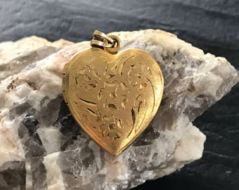 Vintage Gold Heart Locket, Embossed Flower Locket, Vintage Heart Picture Locket, Valentines Locket, Gold Tone Metal Locket