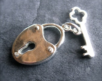 Lock and Key toggle clasp in STERLING SILVER