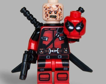 Deadpool Custom minifigure with extra Wade Wilson's head + 2 Handguns Marvel Comics Superhero