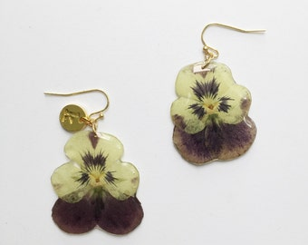 Dried flower earrings with resin