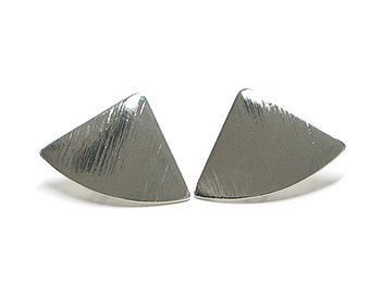 Triangle Earring / Sanding Rhodium Plated Brass / Surgical stainless steel Post / 2pcs / mo27