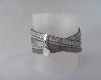 Brown/silvercolored wrap bracelet with leather and Swarovski