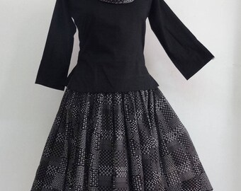 Short cotton skirt printed black and white, 36 pieces with scarf