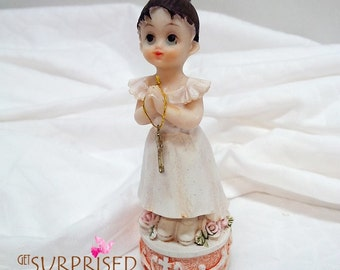 FIRST COMMUNION GIRL. Praying girl figurine with rosary. 1980'. First communion cake topper. Vintage gift. Girls room decoration.