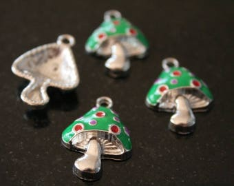 3 mushrooms silver-plated charms. (ref:1688).
