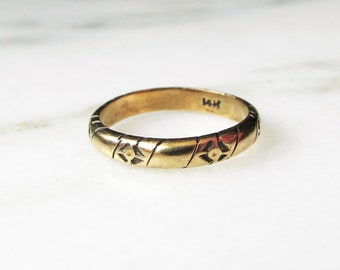 14K Gold Art Deco Etched Band Ring
