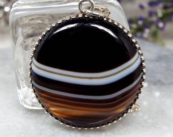 Vintage Sterling Silver Scottish Black White Banded Agate Medallion Pendant Necklace
