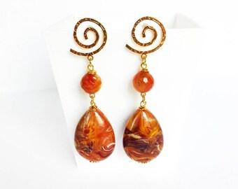 Statement jewelry, resin drop earrings, brown long earrings, spiral earrings, golden earrings, zamak earrings, high quality resin jewels