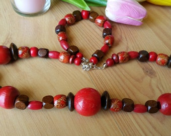 Red Wood Summer Nights Necklace