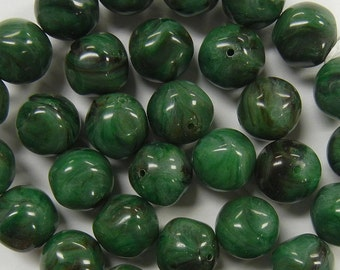 12mm nugget green black and white swirl vintage lucite beads 17 pieces (VLB-34)