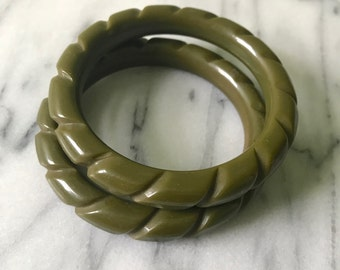 2 BAKELITE Rope Carved Bangle Bracelets Olive Green 40s Vintage