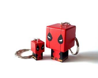 """Porte-clés Figurine cubique """"Deadpool"""" - peinte à la main"""