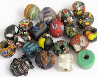 Loose beads. 21 Vintage Venetian glass beads. 7mm - 15mm.