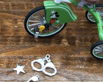 Miniature Handcuffs, Whistle and Star Badge Set, Mini Toys, 3 Piece Set, Dollhouse Miniatures, 1:12 Scale, Accessory, Decor, Crafts