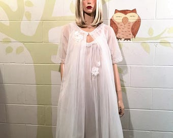 Vintage Peignoir set.  Vanity Fair made this pretty set in the 1960s. It is white sheer nylon excl white decoration.  Sz S will fit Med