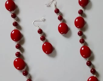 Red cabachons wire form necklace. Dangle earrings.