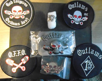 4 patches, belt buckle, brooch and ring Outlaws