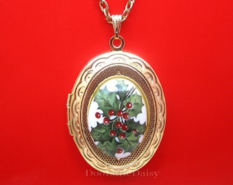 """Porcelain Little Holly Flower and Berries Christmas Cameo Costume Jewelry Goldtone Locket Pendant Necklace Cameo w/ 18"""" Chain Photos"""