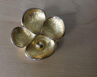 Vintage gold tone Oscar De La Renta  pendant