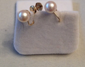 Vintage pair of 14k yellow gold app. 7mm Cultured Pearl Screwback Earrings