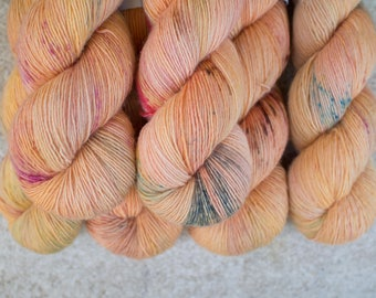 Merino Single - Hand dyed - 100 grams - 366m/400yards - Happy Salmon  one-of-a-kind vatiation