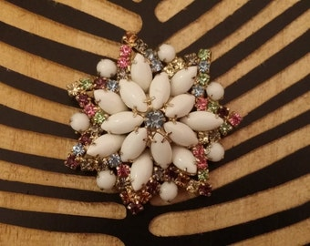 Beautiful Vintage Multicolored Glass Stone Brooch on Gold Toned Metal Star Design - Costume Jewelry