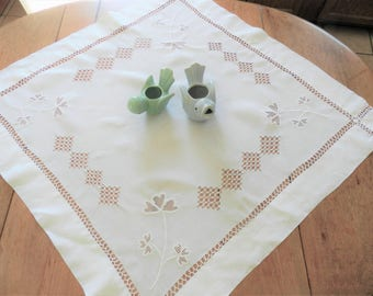 Drawn Work Tablecloth, Drawnwork Mat, Drawnwork Table Topper, Handmade, Tenerife Lace, Wheel Lace, Shamrock Tablecloth