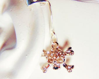 SKULL and CROSSBONES ear cuff, skull jewelry, ear cuff, silver ear cuff, rhinestone charm, Halloween ear cuff, Halloween jewelry - 2037H