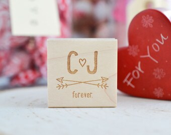 Personalized Couple Initials Arrows Rubber Stamp