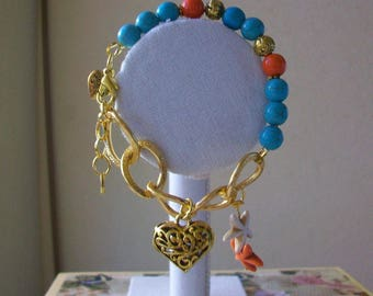 Bracelet with golden chain of aluminium and turquoise and brass beads, 22 cm